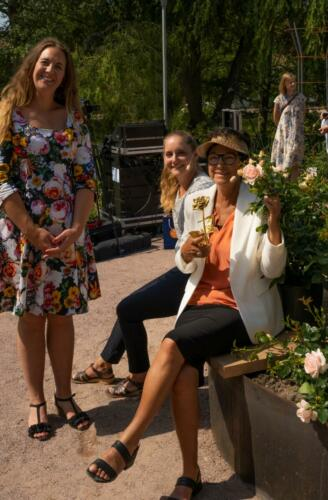 Rosa med sin guldrose for Royal Estelle i Kalmar 3. juli 21