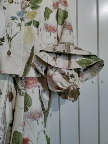 Ghitas kjole i papir, detailfoto Inge Schjødt